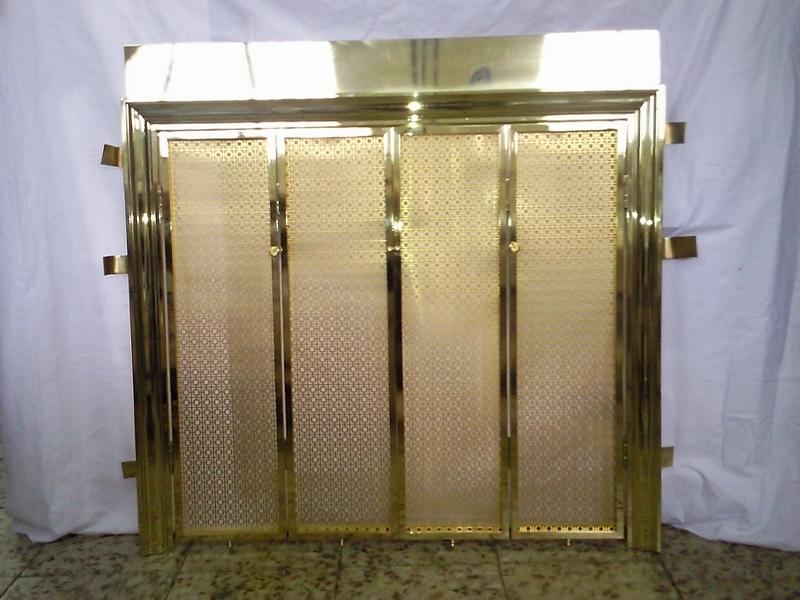 Embocadura de chimenea de latón con puerta de rejilla