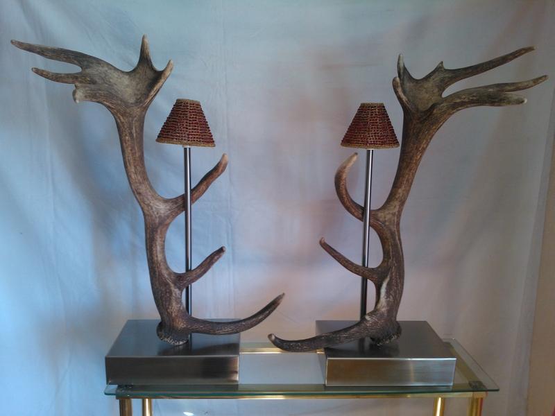 Lámpara de sobremesa con cuernos de ciervo
