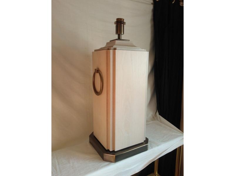 Lámpara de sobremesa en madera