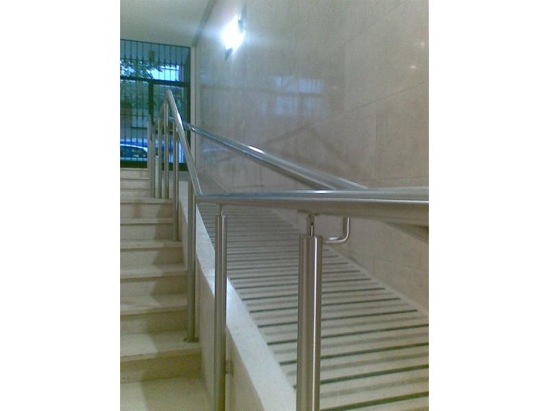 Doble barandilla para rampa y escalera