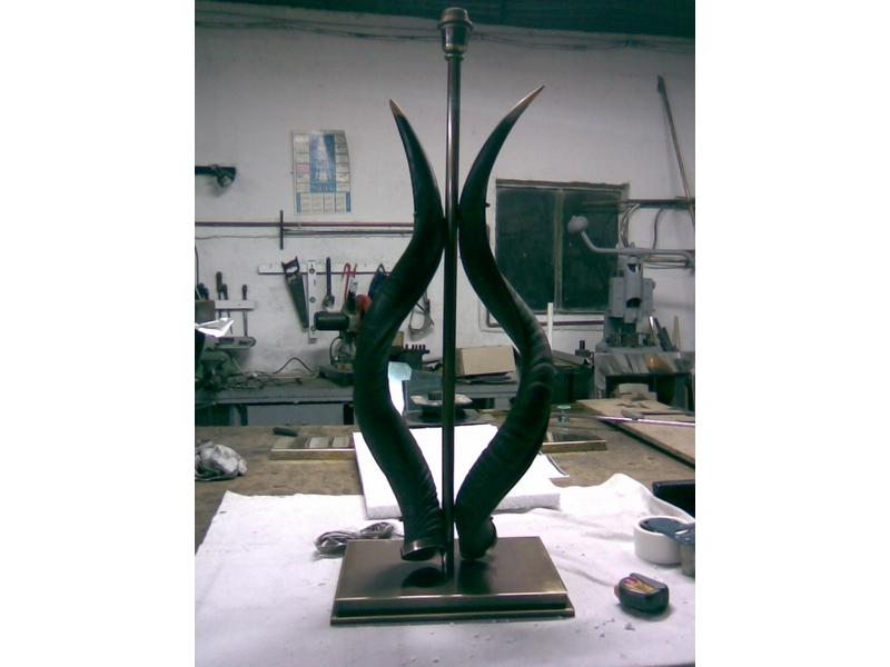 Lámpara de mesa con cuernos